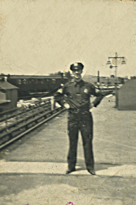 Dad Sgt on el platform.jpg